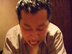 串を食べる