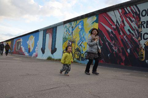 ベルリンの壁の前