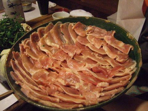 韻松亭の鳥すき焼きに使用される大山地鶏
