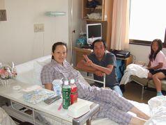 小崎孝一と小崎ママを病室にて