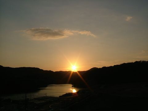 小野湖の夕日が眩しい