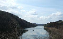小野湖でワカサギを釣るおじさん