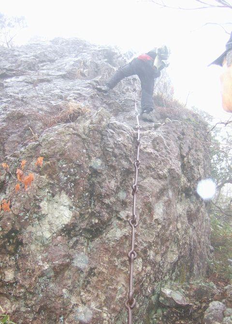 莇ヶ岳(あざみがたけ)の断崖絶壁